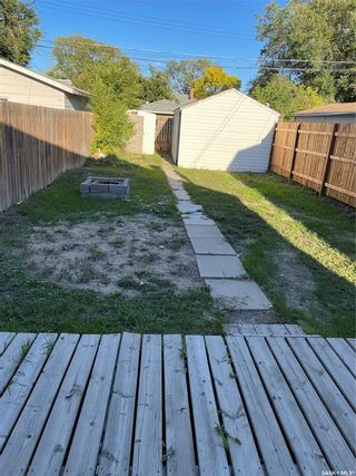 Photo 3: 128 H Avenue North in Saskatoon: Caswell Hill Residential for sale : MLS®# SK869935