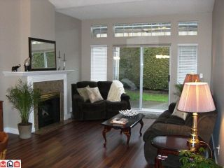 """Photo 5: 131 9012 WALNUT GROVE Drive in Langley: Walnut Grove Townhouse for sale in """"Queen Anne Green"""" : MLS®# F1103996"""