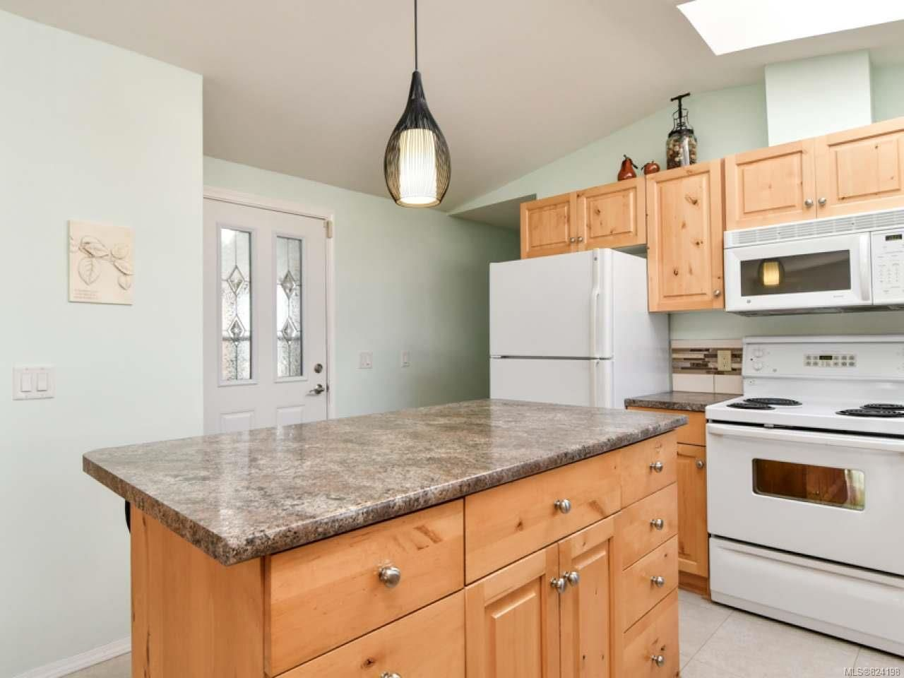 Photo 15: Photos: 38 951 Homewood Rd in CAMPBELL RIVER: CR Campbell River Central Manufactured Home for sale (Campbell River)  : MLS®# 824198
