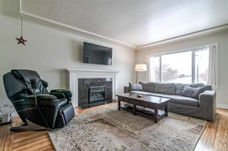 Photo 3: 2676 E 4TH Avenue in Vancouver: Renfrew VE House for sale (Vancouver East)  : MLS®# R2342252
