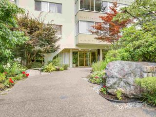 Photo 2: 606 1425 ESQUIMALT AVENUE in West Vancouver: Ambleside Condo for sale : MLS®# R2194722