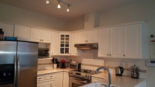 """Photo 8: 305 5270 OAKMOUNT Crescent in Burnaby: Oaklands Condo for sale in """"THE BELVEDERE"""" (Burnaby South)  : MLS®# R2218665"""