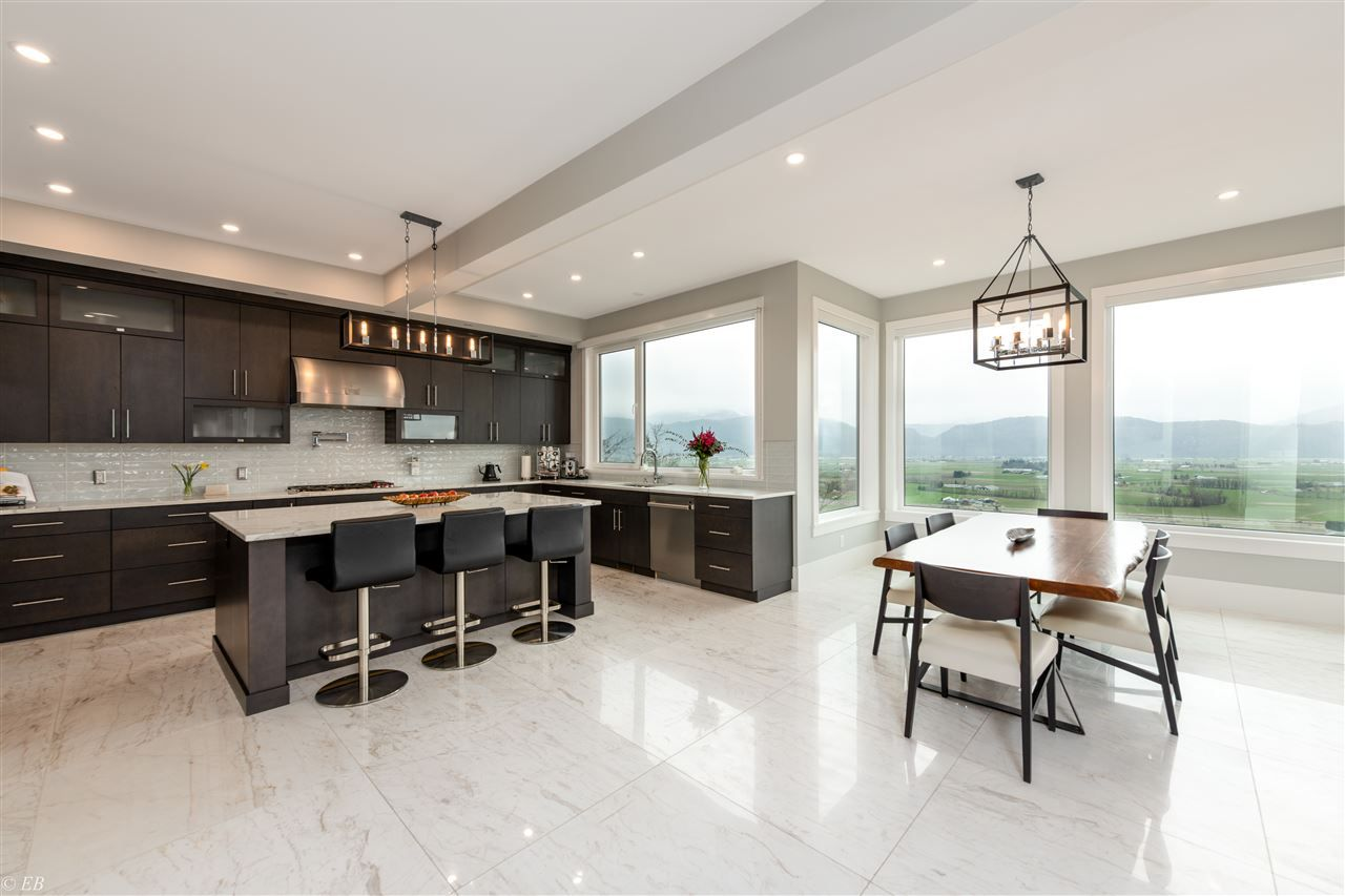 Photo 2: Photos: 36498 FLORENCE DRIVE in Abbotsford: Abbotsford East House for sale : MLS®# R2550580