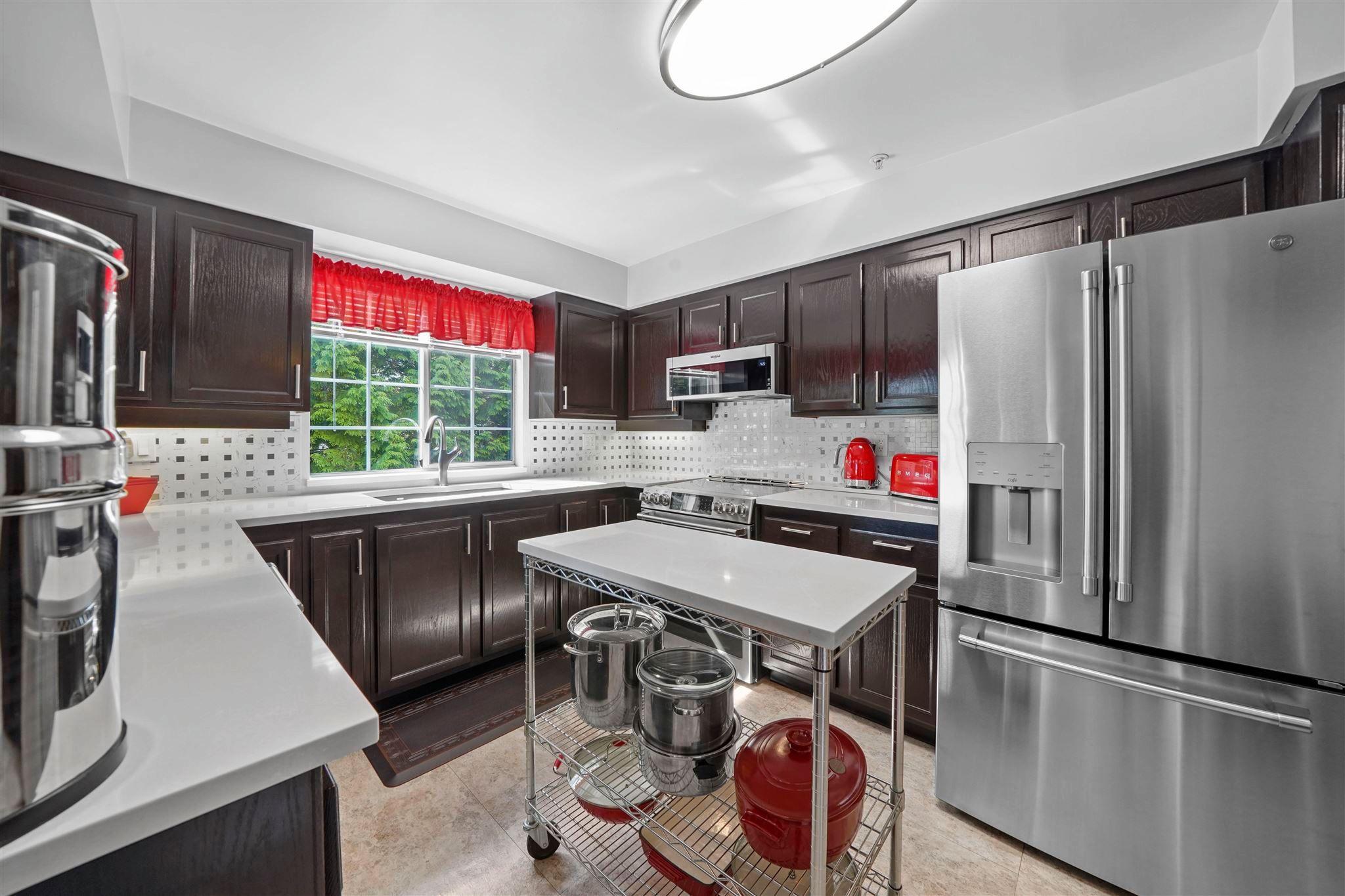 "Main Photo: 302 2963 BURLINGTON Drive in Coquitlam: North Coquitlam Condo for sale in ""Burlington Estates"" : MLS®# R2601586"