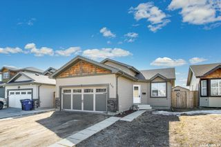 Photo 1: 252 Enns Crescent in Martensville: Residential for sale : MLS®# SK848972