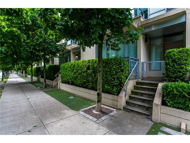 """Main Photo: 1005 RICHARDS Street in Vancouver: Downtown VW Townhouse for sale in """"Miro by Polygon"""" (Vancouver West)  : MLS®# V1067925"""