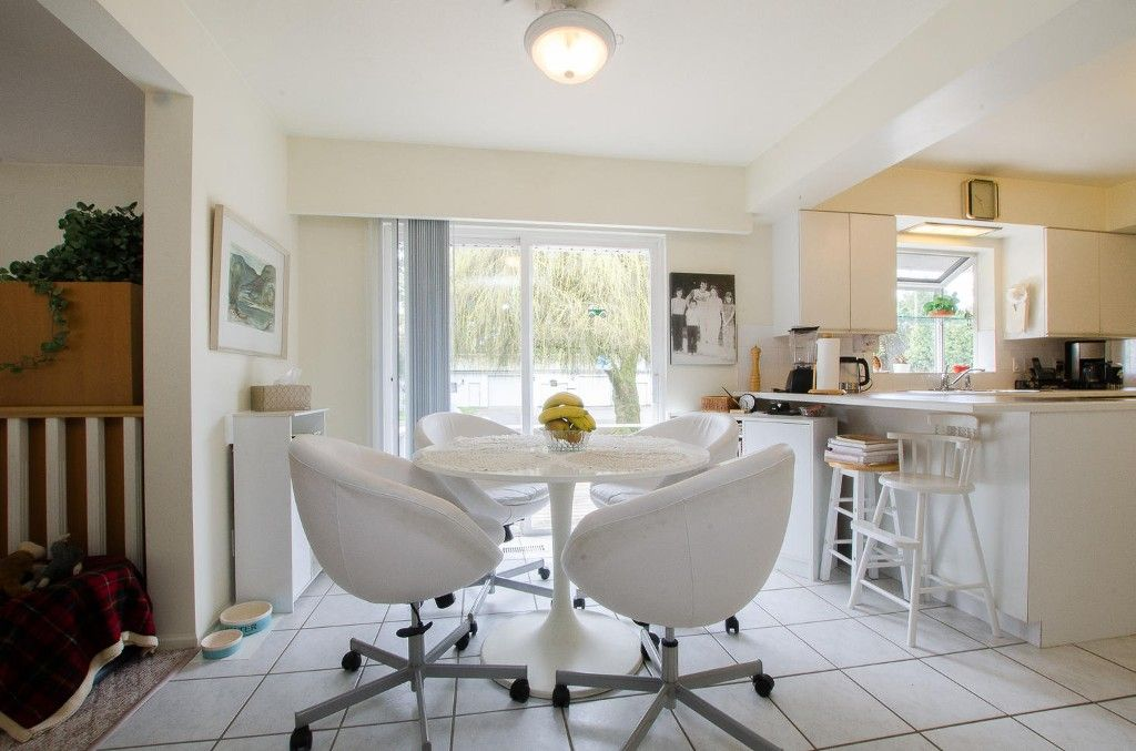 Photo 6: Photos: 24700 50 Avenue in Langley: Salmon River House for sale