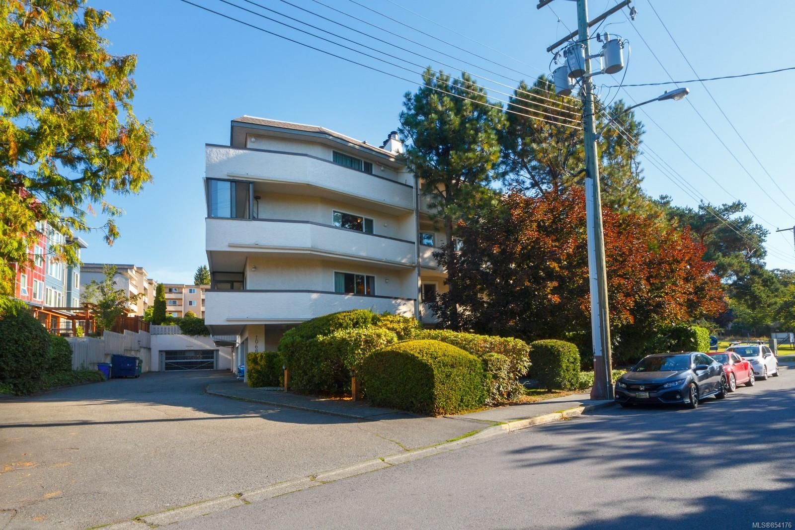 Main Photo: 306 1068 Tolmie Ave in : SE Maplewood Condo for sale (Saanich East)  : MLS®# 854176