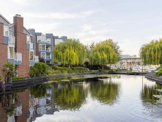 """Photo 1: 406 1551 MARINER Walk in Vancouver: False Creek Condo for sale in """"LAGOONS"""" (Vancouver West)  : MLS®# R2548149"""