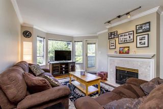 """Photo 2: 105 315 E 3RD Street in North Vancouver: Lower Lonsdale Condo for sale in """"Dunberton Manor"""" : MLS®# R2286632"""