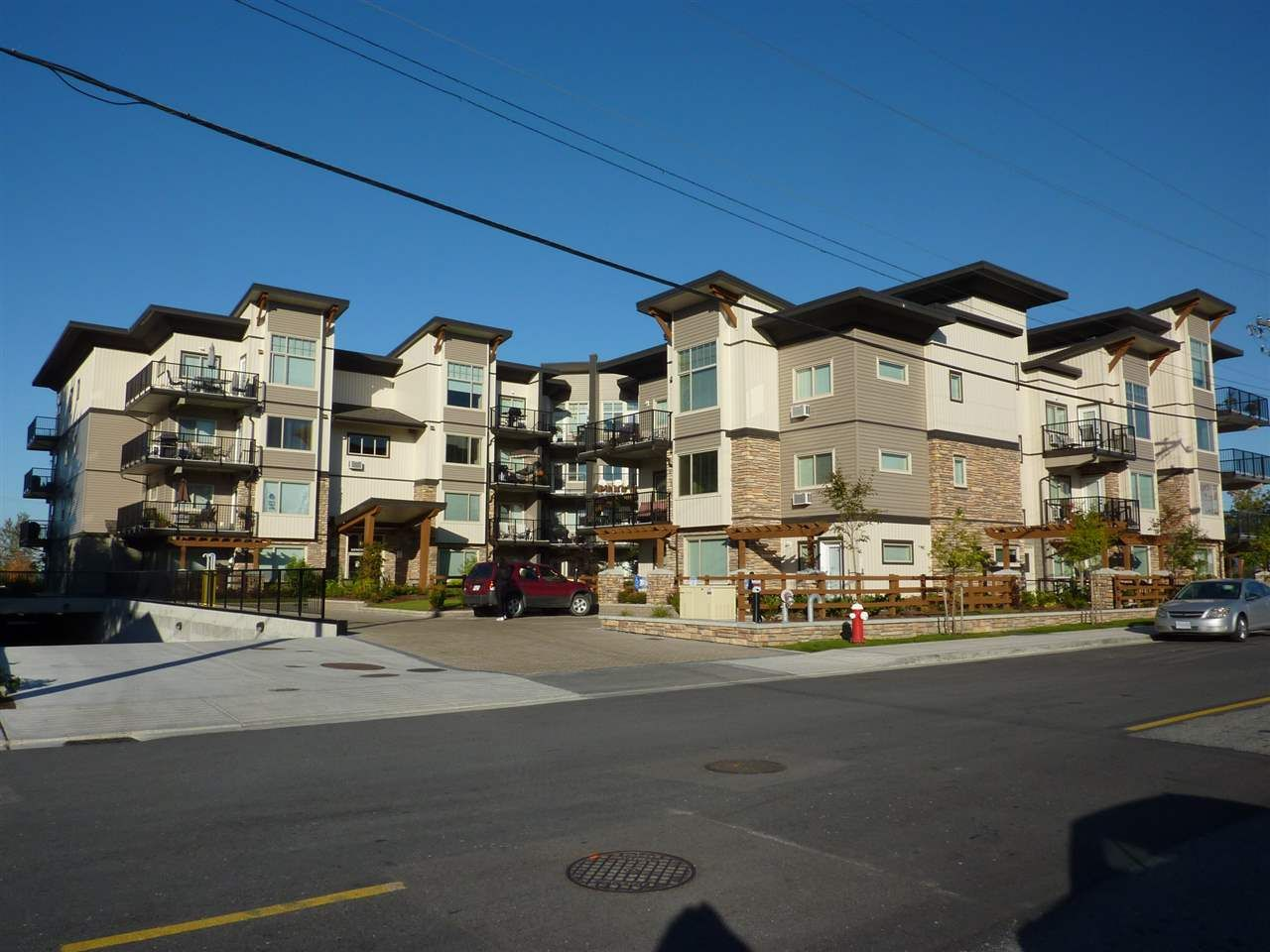 "Main Photo: 110 11935 BURNETT Street in Maple Ridge: East Central Condo for sale in ""KENSINGTON PARK"" : MLS®# R2052343"