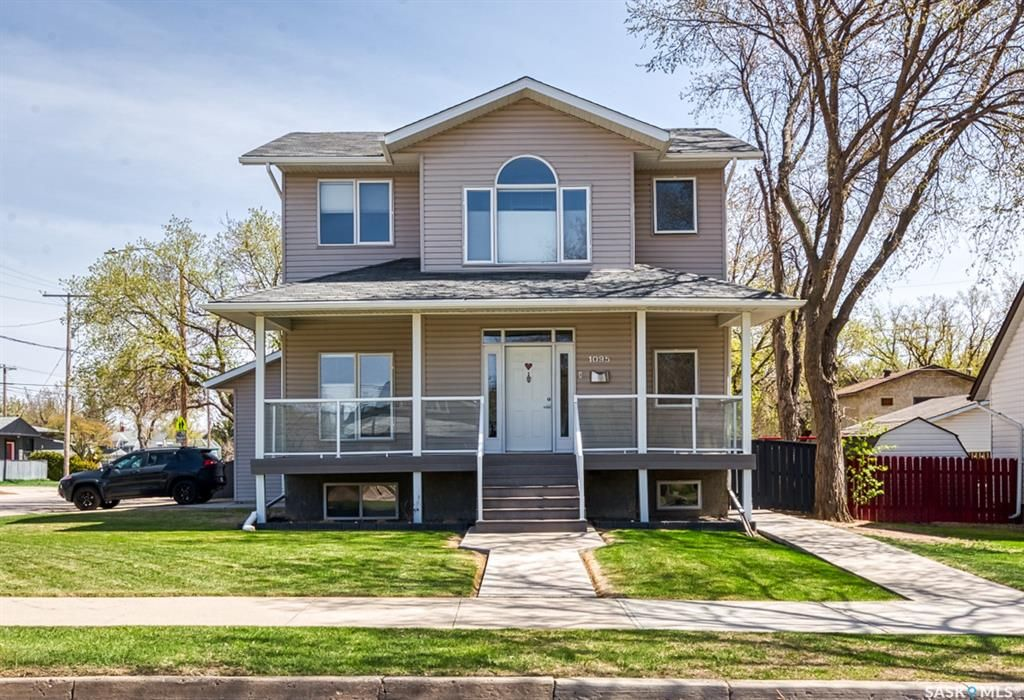 Main Photo: 1095 6th Avenue Northwest in Moose Jaw: Central MJ Residential for sale : MLS®# SK854607
