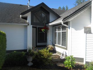 """Photo 2: 6 19649 53 Avenue in Langley: Langley City Townhouse for sale in """"Huntsfield Green"""" : MLS®# R2192002"""