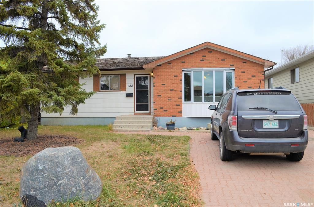 Main Photo: 122 Clancy Drive in Saskatoon: Fairhaven Residential for sale : MLS®# SK873839