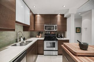 """Photo 7: 311 1405 W 15TH Avenue in Vancouver: Fairview VW Condo for sale in """"Landmark Gardens"""" (Vancouver West)  : MLS®# R2622148"""