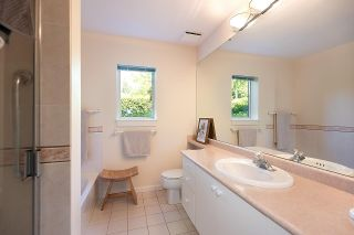 """Photo 13: 309 - 2271 BELLEVUE Avenue in West Vancouver: Dundarave Condo for sale in """"THE ROSEMONT"""" : MLS®# R2615793"""