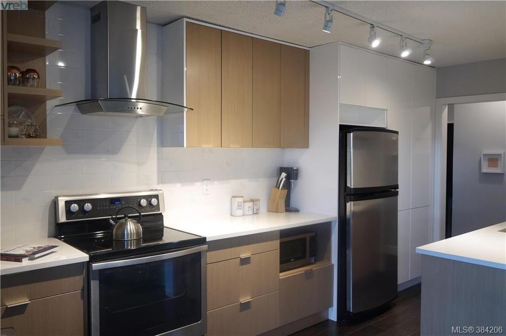 Main Photo: 301 3225 Eldon Pl in VICTORIA: SW Rudd Park Condo for sale (Saanich West)  : MLS®# 772266