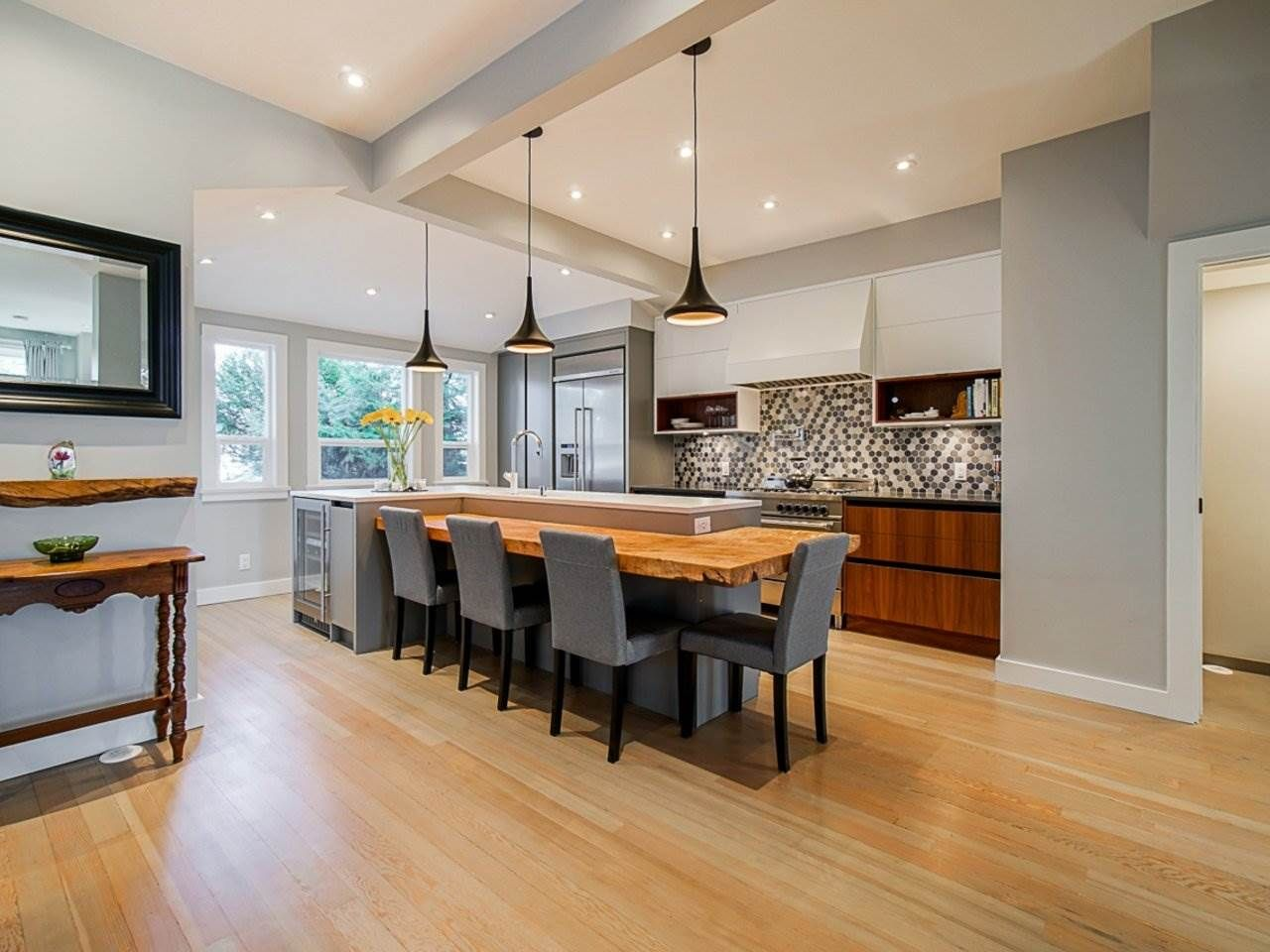 """Main Photo: 557 E 48TH Avenue in Vancouver: Fraser VE House for sale in """"Fraser"""" (Vancouver East)  : MLS®# R2544745"""