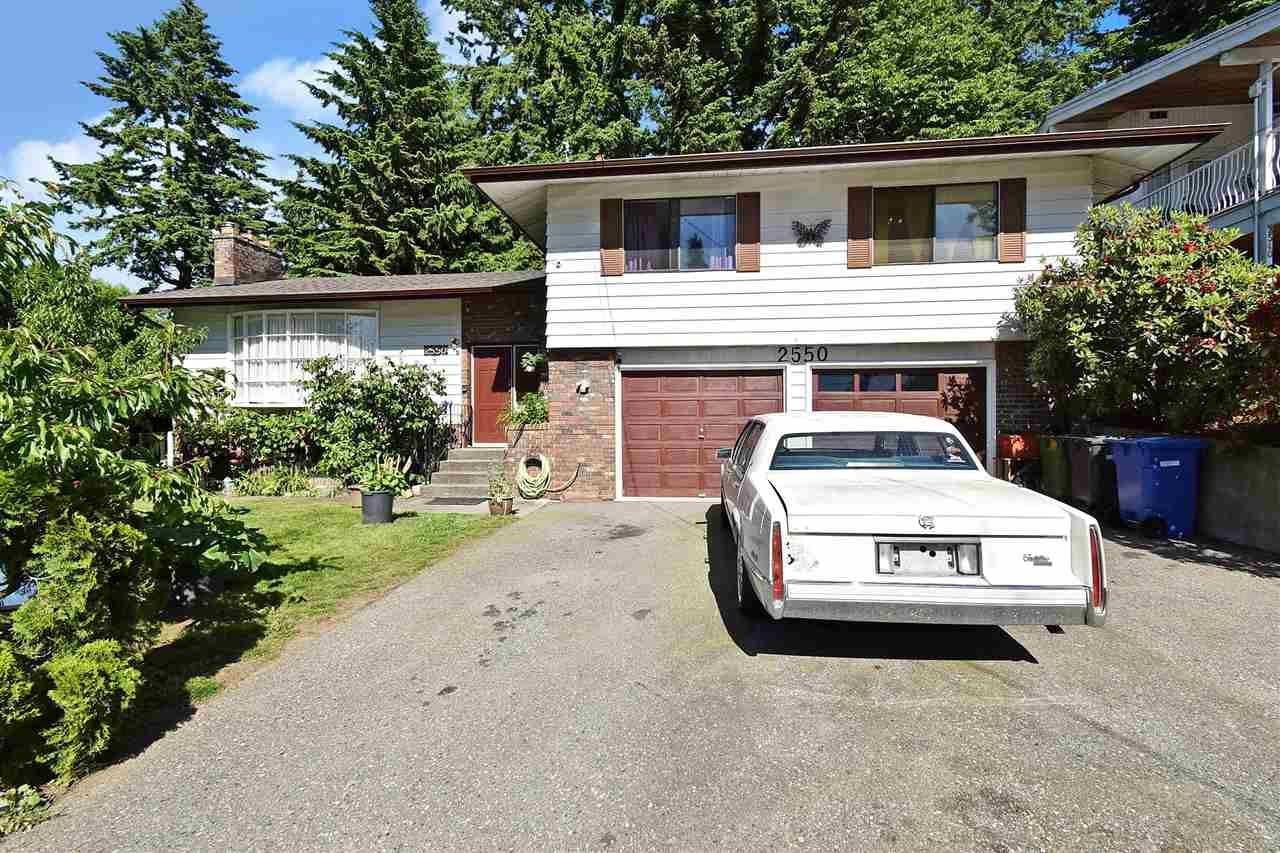 """Main Photo: 2550 TULIP Crescent in Abbotsford: Abbotsford West House for sale in """"Mill Lake"""" : MLS®# R2588525"""