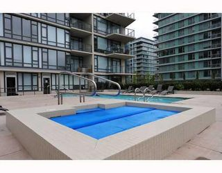 "Photo 10: # 905 7360 ELMBRIDGE WY in Richmond: Brighouse Condo for sale in ""FLO"""