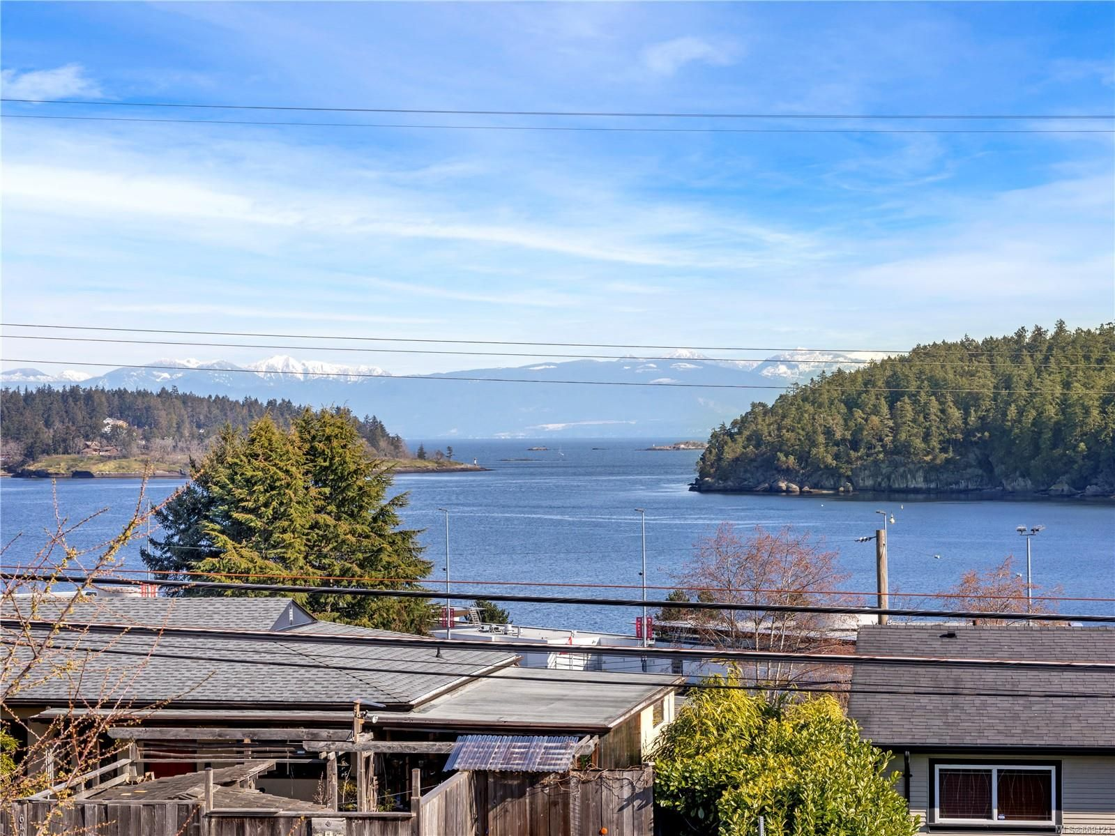 Main Photo: 637 Brechin Rd in : Na Brechin Hill House for sale (Nanaimo)  : MLS®# 869423