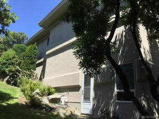 Photo 3: 7 881 Nicholson St in VICTORIA: SE High Quadra Row/Townhouse for sale (Saanich East)  : MLS®# 818953