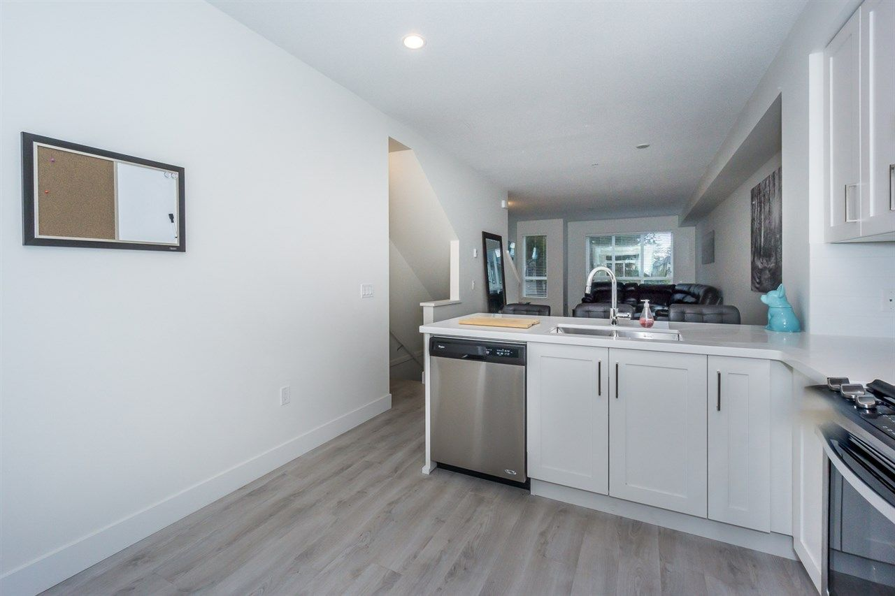 """Photo 6: Photos: 60 8570 204 Street in Langley: Willoughby Heights Townhouse for sale in """"WOODLAND PARK"""" : MLS®# R2225688"""