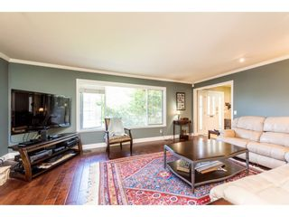 """Photo 3: 932 THERMAL Drive in Coquitlam: Chineside House for sale in """"Chineside"""" : MLS®# R2374188"""