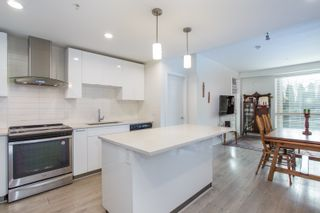 Photo 3: 112 719 W 3RD Street in North Vancouver: Harbourside Condo for sale : MLS®# R2420428