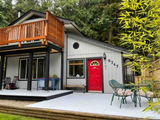Photo 2: 5747 NAYLOR Road in Sechelt: Sechelt District House for sale (Sunshine Coast)  : MLS®# R2592089