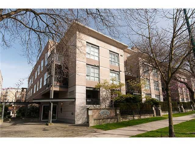 """Main Photo: 302 2161 W 12TH Avenue in Vancouver: Kitsilano Condo for sale in """"CARLINGS"""" (Vancouver West)  : MLS®# V909987"""