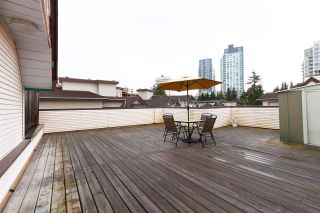 """Photo 1: 404 3668 RAE Avenue in Vancouver: Collingwood VE Condo for sale in """"RAE COURT"""" (Vancouver East)  : MLS®# R2350560"""