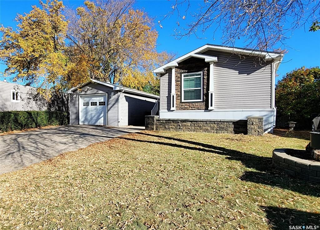 Main Photo: 39 Crystal Drive in Coppersands: Residential for sale : MLS®# SK872080