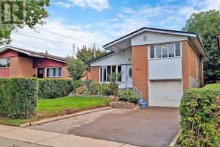 Main Photo: 15 MID PINES RD in Toronto: House for sale : MLS®# E5379335