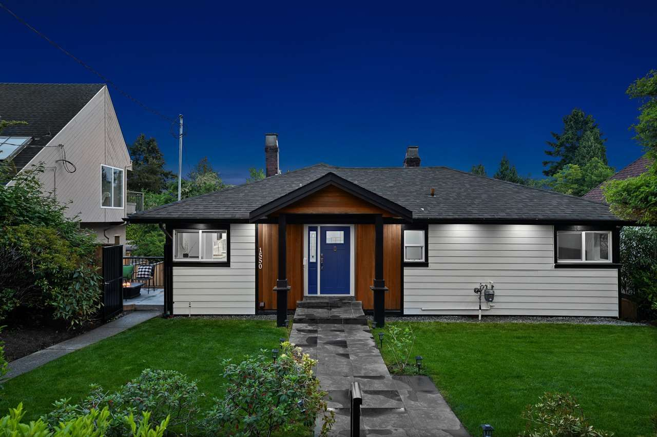 Main Photo: 1550 KINGS Avenue in West Vancouver: Ambleside House for sale : MLS®# R2501875