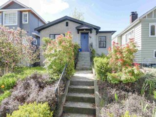 """Photo 1: 28 E 19TH Avenue in Vancouver: Main House for sale in """"MAIN"""" (Vancouver East)  : MLS®# R2161603"""