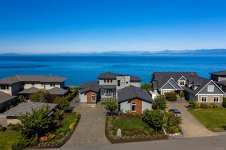 Photo 4: 10 1310 Wilkinson Rd in : CV Comox Peninsula House for sale (Comox Valley)  : MLS®# 872725