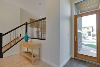 Photo 2: 455 29 Avenue NW in Calgary: Mount Pleasant Semi Detached for sale : MLS®# A1142737