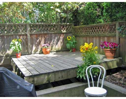"""Main Photo: 106 2133 DUNDAS Street in Vancouver: Hastings Condo for sale in """"HARBOUR GATE"""" (Vancouver East)  : MLS®# V724232"""
