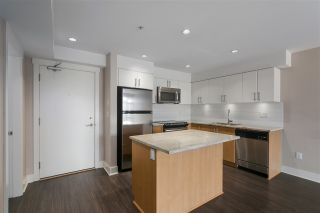 """Photo 3: 301 55 EIGHTH Avenue in New Westminster: GlenBrooke North Condo for sale in """"Eight West"""" : MLS®# R2377360"""