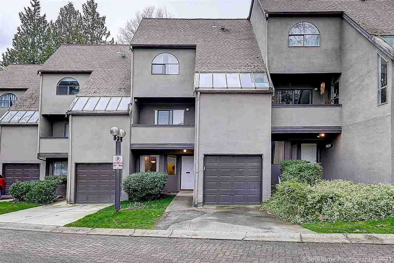 """Main Photo: 8537 WOODTRAIL Place in Burnaby: Forest Hills BN Townhouse for sale in """"SIMON FRASER VILLAGE"""" (Burnaby North)  : MLS®# R2555729"""