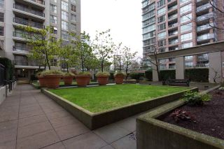 """Photo 2: 1903 969 RICHARDS Street in Vancouver: Downtown VW Condo for sale in """"MONDRIAN II"""" (Vancouver West)  : MLS®# R2026391"""