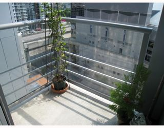 """Photo 8: 703 131 REGIMENT Square in Vancouver: Downtown VW Condo for sale in """"SPECTRUM"""" (Vancouver West)  : MLS®# V786858"""