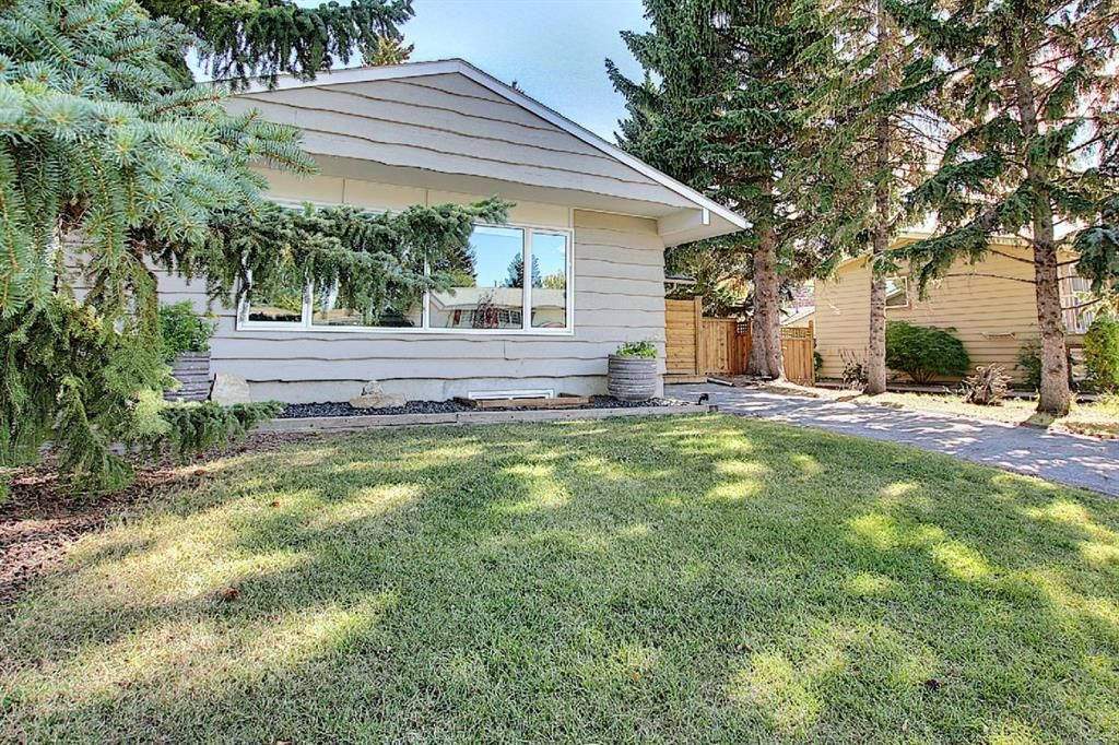 Main Photo: 643 WILLOWBURN Crescent SE in Calgary: Willow Park Detached for sale : MLS®# A1085476