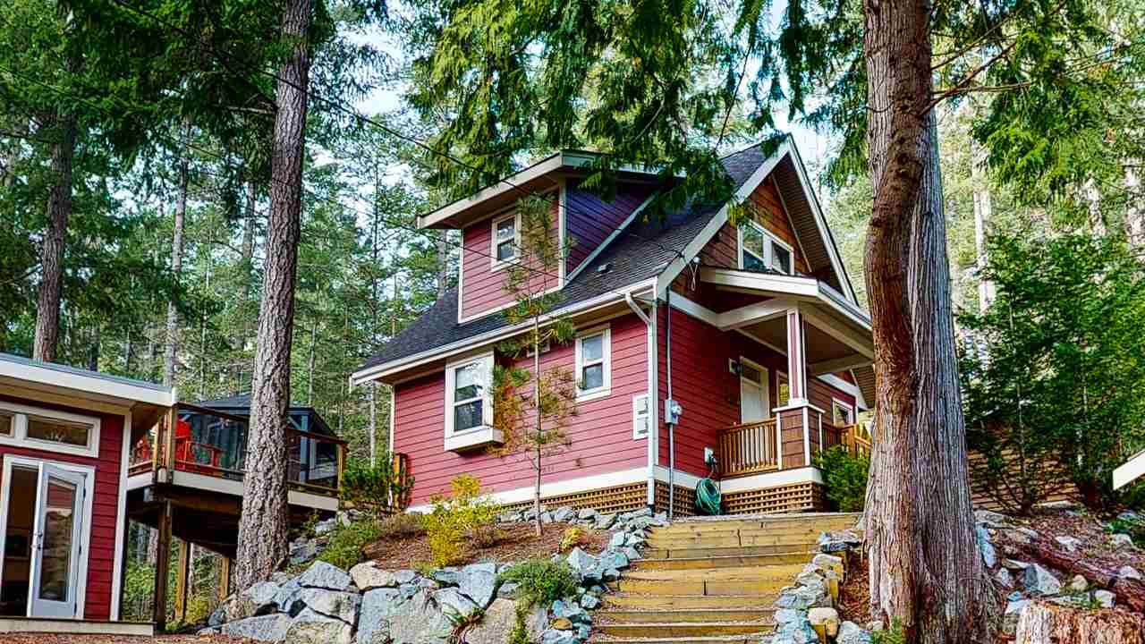 "Main Photo: 13495 LEE Road in Garden Bay: Pender Harbour Egmont House for sale in ""Daniel Point"" (Sunshine Coast)  : MLS®# R2497322"