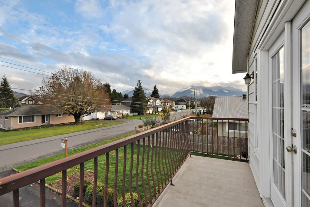 Photo 2: Photos: 7205 ROCHESTER Avenue in Sardis: Sardis West Vedder Rd House for sale : MLS®# R2424274