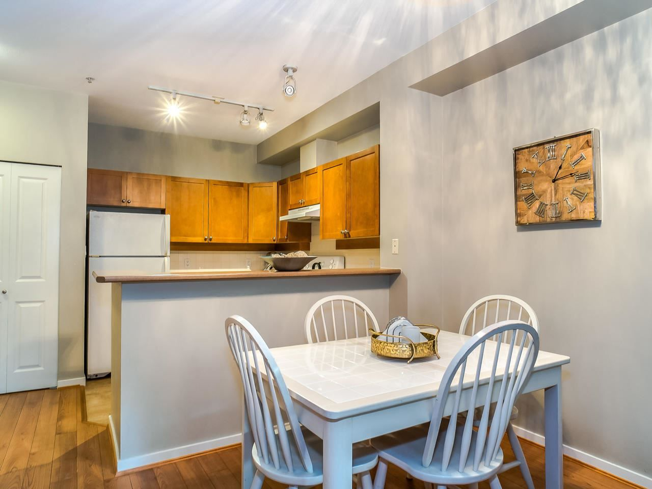 """Photo 10: Photos: 107 18 SMOKEY SMITH Place in New Westminster: GlenBrooke North Condo for sale in """"Crofton"""" : MLS®# R2493890"""
