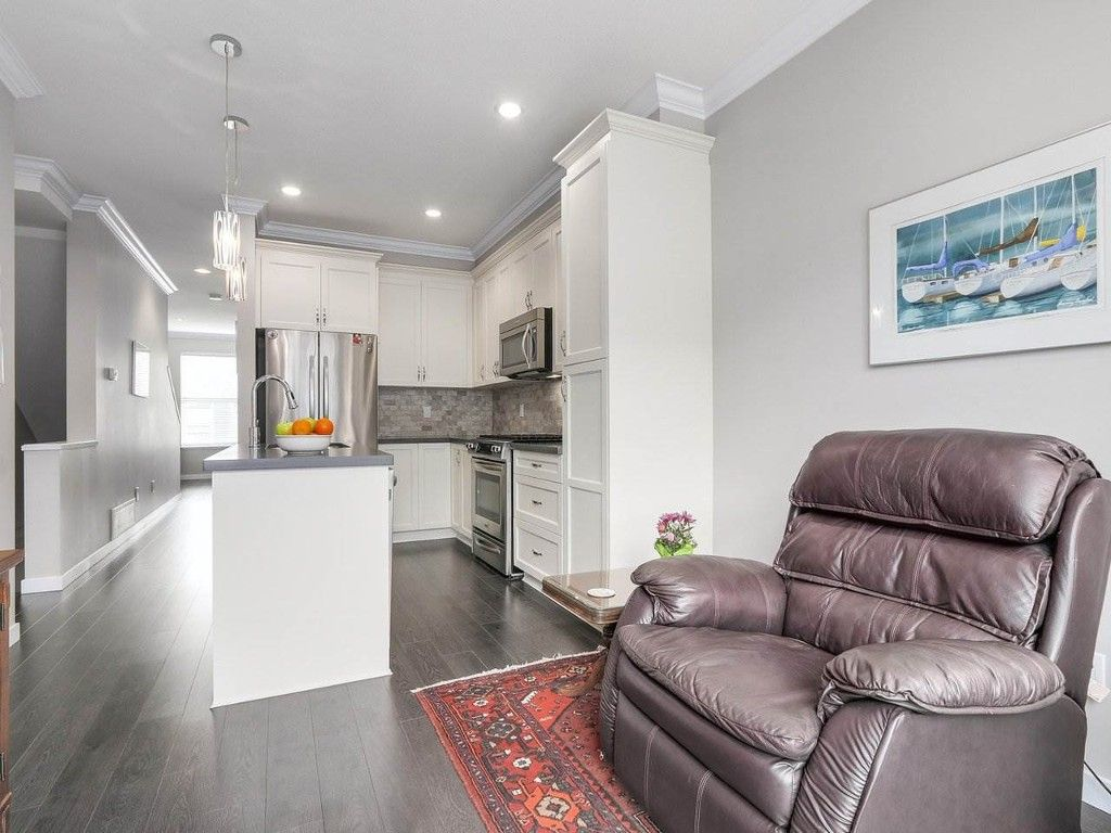 Main Photo: 21 2845 156 street in Surrey: Grandview Surrey Townhouse for sale (South Surrey White Rock)  : MLS®# R2161908