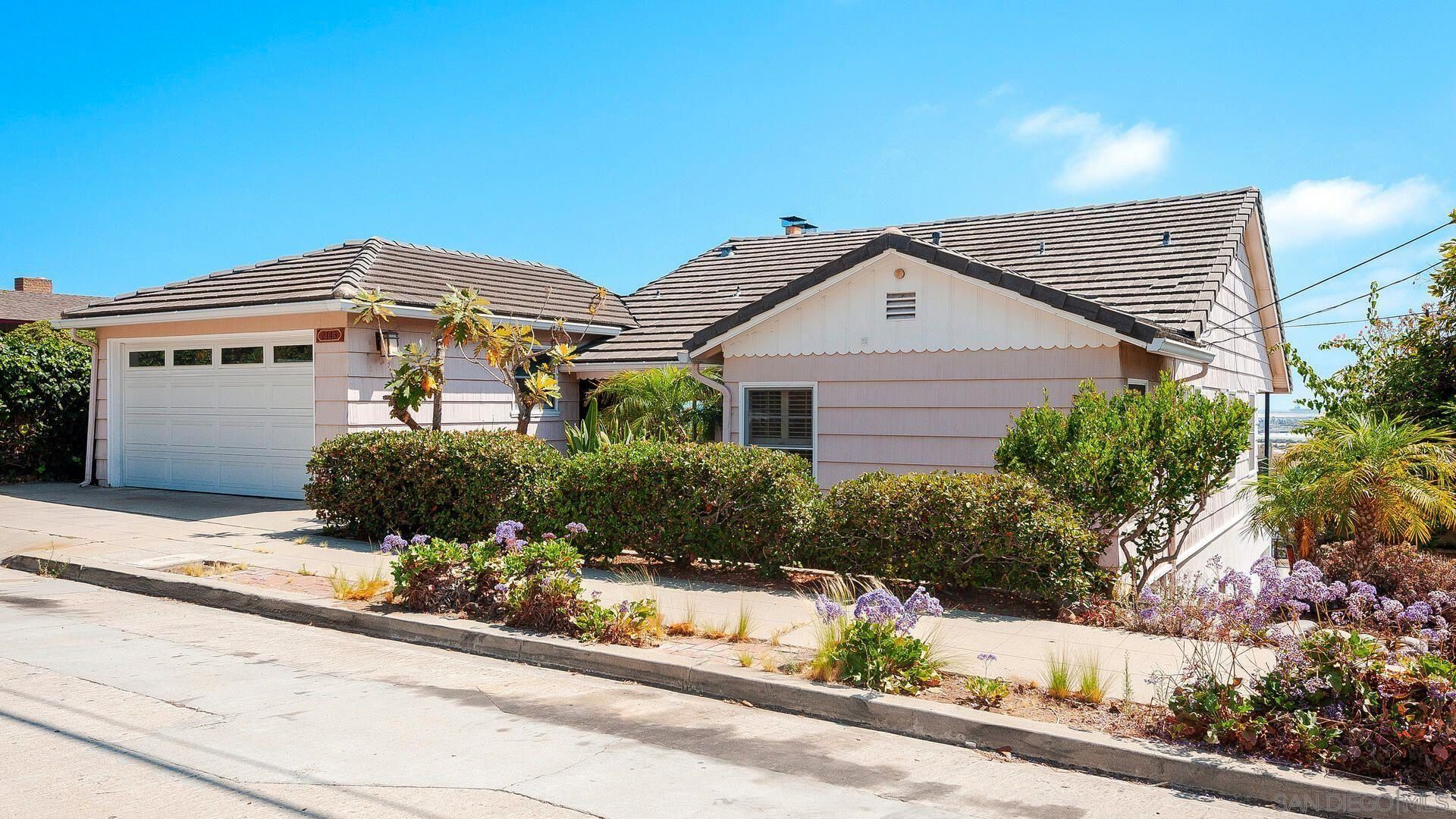 Main Photo: MISSION HILLS House for sale : 4 bedrooms : 2143 W California in San Diego