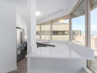 """Photo 2: 911 1177 HORNBY Street in Vancouver: Downtown VW Condo for sale in """"LONDON PLACE"""" (Vancouver West)  : MLS®# R2403414"""